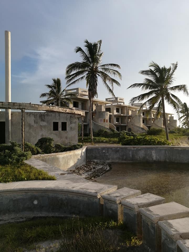 extraño hotel en telchac puerto, hotel abandonado en yucatan