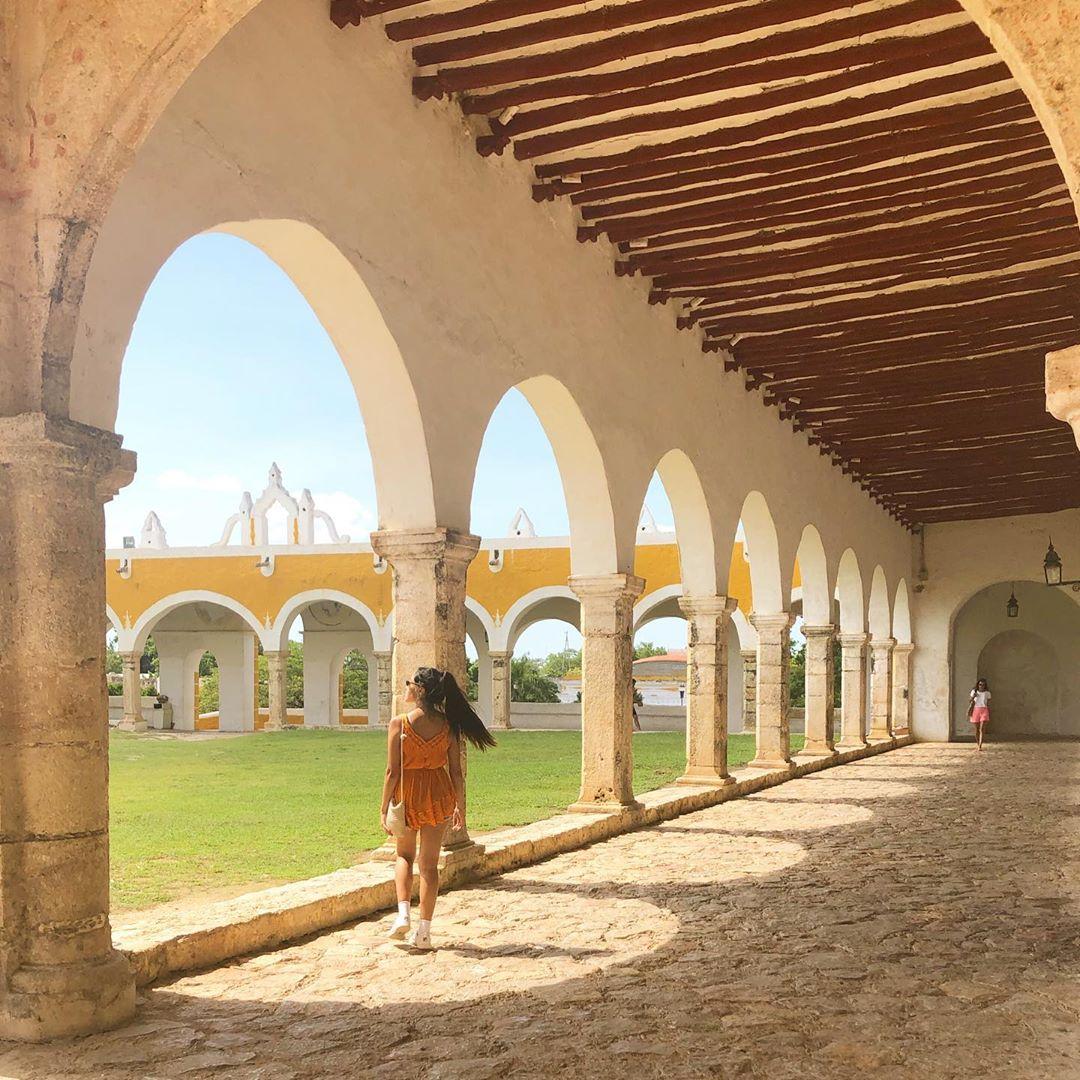 el atrio de la iglesia de izamal, atrio mas grande de latinoamerica, instagram top yucatan iglesia