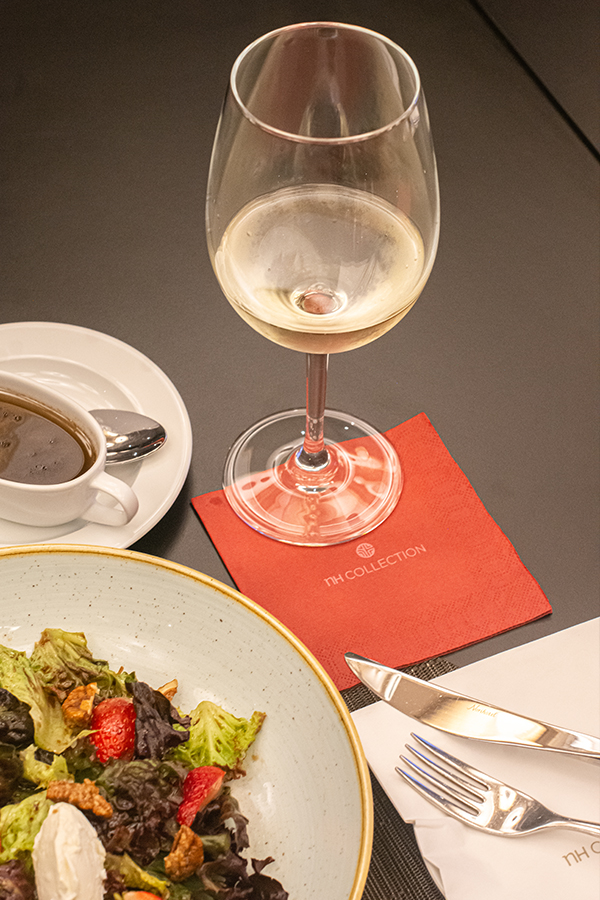 Ensalada y Vino tinto del Chef ejecutivo del NH Collection Merida