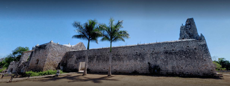 exterior de capilla sin techo de izamal