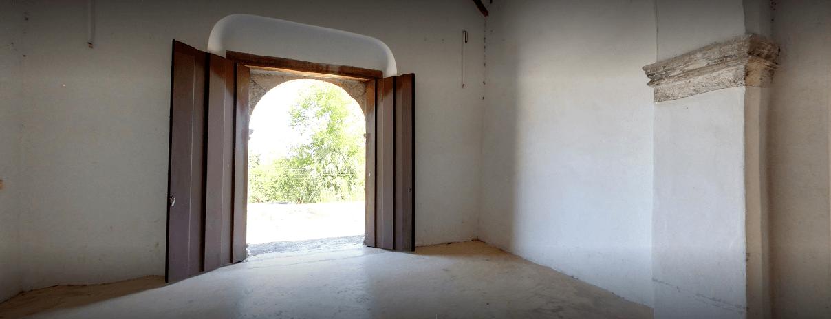 interior de capilla sin techo de izamal pixila