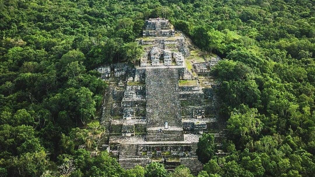Calakmul, La Zona Arqueológica que asemeja una cascada de Piedra