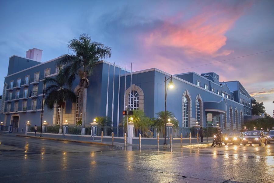 El Hotel Villa Mercedes se pinta de un espectacular azul para ser Curio Collection by Hilton